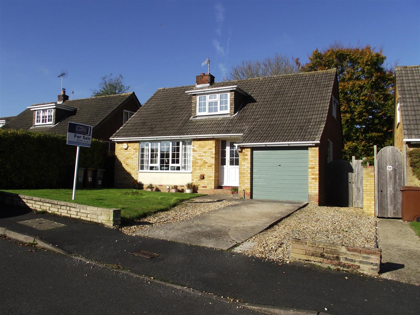 3 Bedrooms Detached House for sale in Wessington Park, Calne